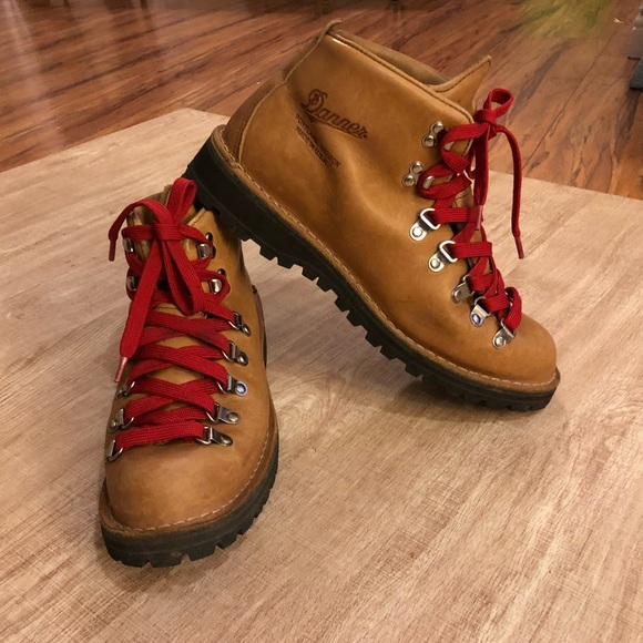 fast delivery new arrive best selling Danner Mountain Light Cascade hiking women's 10